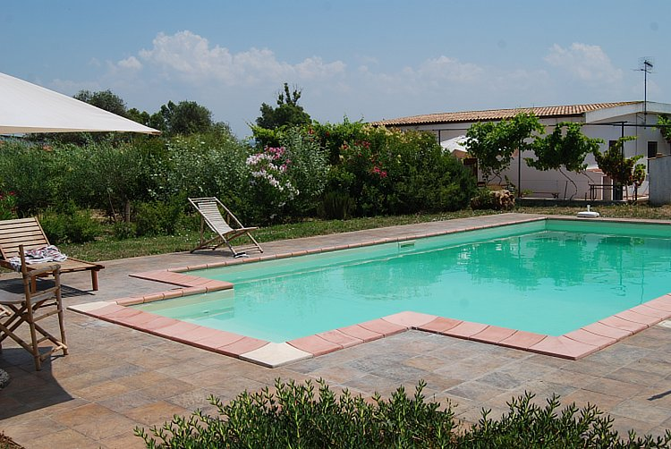 For sale charming country home alghero sardinia for Large swimming pools for sale